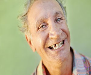 missing tooth can be replaced with dental implants